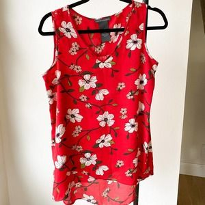 CHELSEA AND THEODORE Red Floral Hi-Low Blouse sz S